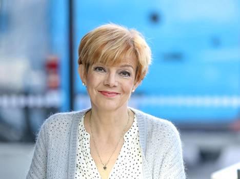 Raija Pelli tuli tutuksi Poliisi-tv:stä. Hän oli Kikan pitkäaikainen ystävä, joka oli laulajan tukena vuosien ajan.