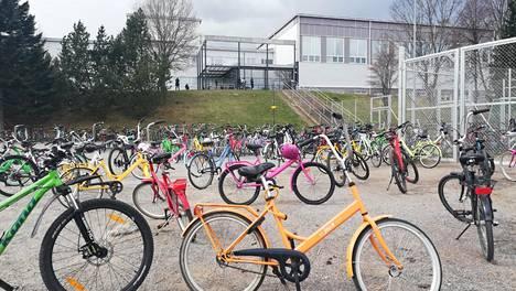 Koulutyö Savonlinnan Mertalan yhtenäiskoulussa alkoi torstaina välittämättä korona-alueella vierailleiden oppilaiden karanteenisuosituksesta.