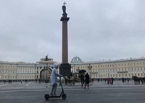 Palatsiaukio ja Aleksanterin pylväs Pietarissa.