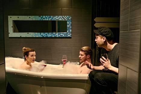 Sunnuntailounas-sarja alkaa MTV3:lla. Aikuisia sisaruksia näyttelevät muun muassa Elena Leeve ja Jarkko Niemi (oik.)