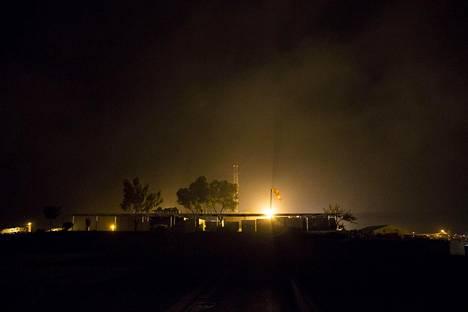 Irlantilaissuomalainen tukikohta UNP 2-45 yöllä.