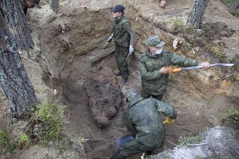 Venäjän puolustusministeriön alainen etsintäryhmä löysi elokuun lopussa Sandarmohista viiden oletetun neuvostosotilaan jäännökset, joiden teloittajaksi he epäilevät suomalaisia.