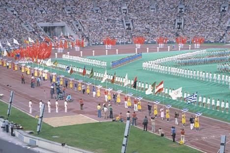 Moskovan olympialaisten avajaisissa ja päättäjäisissä Lenin-stadionilla nähtiin 80 osallistuvan maan liput. 66 maata boikotoi kisoja ja joidenkin kansallisuuksien urheilijat osallistuivat kisoihin ainoastaan olympialipun alla.