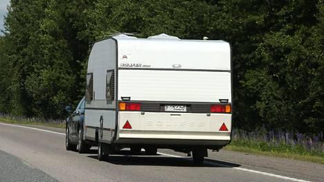 Matkailuvaunuyhdistelmän enimmäisnopeus on tällä hetkellä 80 km/h.