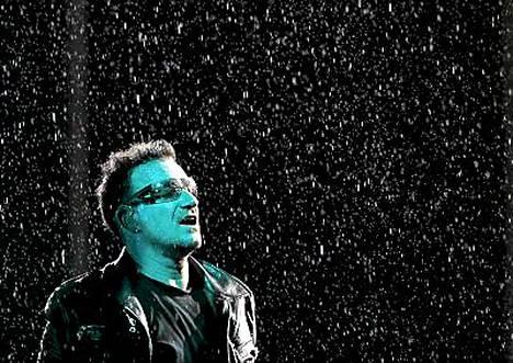 Sade täplitti taivasta U2:n esiintyessä Moskovassa keskiviikkona.