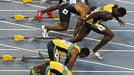 Usain Bolt otti selkeän varaslähdön satasen MM-finaalissa.