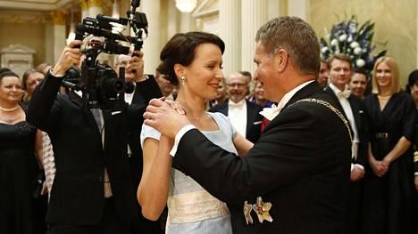 Presidenttipari käynnisti tanssit iloisesti vuoden 2014 Linnan juhlissa.