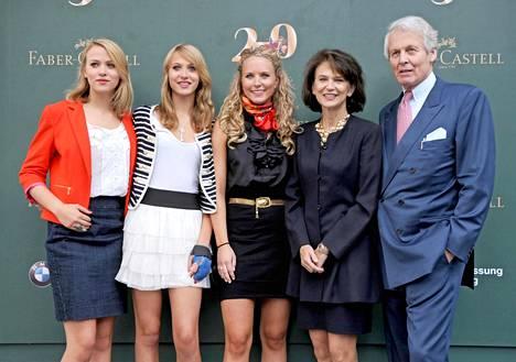 Vuonna 2011 Faber-Castellit juhlistivat perheyrityksen 250-vuotista taivalta Nürnbergissä. Kreivi Anton-Wolfgang poseerasi yhdessä tyttäriensä Victorian, Sarahin ja Katharinan sekä vaimonsa Maryn kanssa.