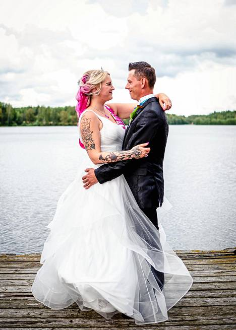 Susannen, 29, ja Leevin, 32, tie alttarille oi kivinen, mutta nyt onni on koittanut.