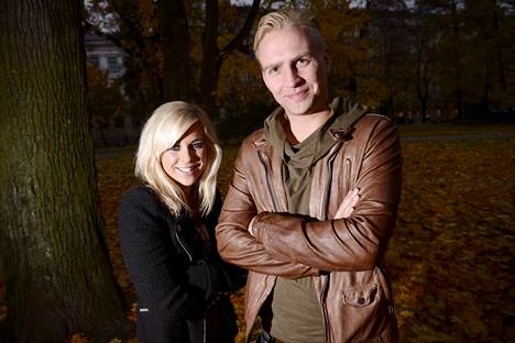 Krista Siegfrids ja Janne Grönroos kihlautuivat 2014.
