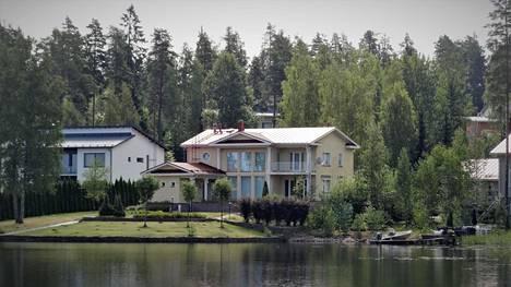 Tatarstanilaisen öljy-yhtiön entinen johtaja osti tilavan omakotitalon Saimaan rannalta Lappeenrannasta.