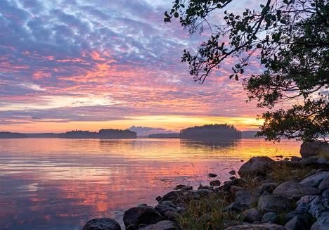 Kaupungissa asunut Pasi Markkanen toteutti keväällä haavensa ja muutti saareen, jossa hän elää melko eristyksissä.