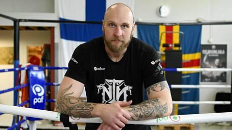 Robert Helenius on hyvässä nosteessa. Kuvassa nyrkkeilijä kuvattuna salilla Maarianhaminassa maaliskuun alussa ennen koronaepidemian aiheuttamia varotoimia.