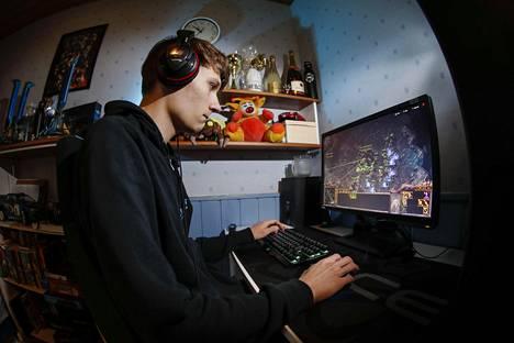 """Starcraft 2 -pelin maailmanmestari Joona """"Serral"""" Sotala."""