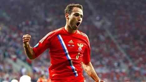 Roman Shirokov tuuletti maaliaan Tshekin verkkoon jalkapallon EM-kisoissa 2012.