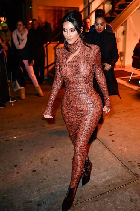 Voiko mekko enää tämän tiukemmaksi mennä?
