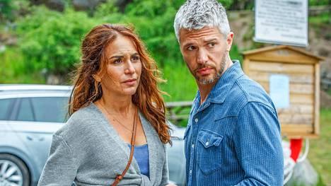 Murha Sandhamnissa -sarjan pääosassa jatkaa Alexandra Rapaport, jonka vastanäyttelijänä on norjalainen Nicolai Cleve Broch.