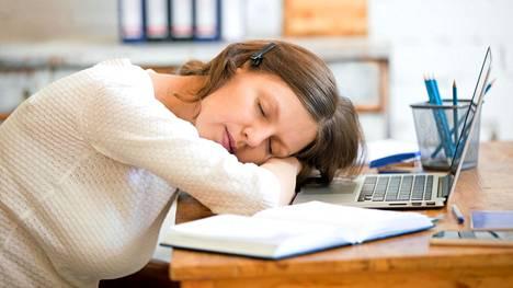 Pienet teot unen parantamiseksi kannattavat, sillä jo vähäinenkin univelka voi olla terveydelle haitallista.