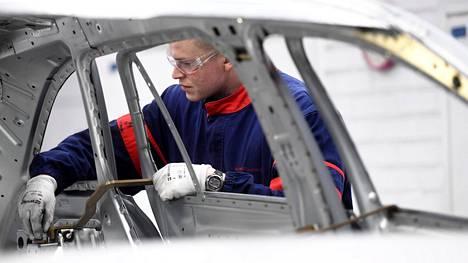 PT:n mukaan autoteollisuuden hyvien uutisten uskottavin selitys löytyy osaavasta työvoimasta, hyvästä alihankintaketjusta ja raaka-aineiden hyvästä saatavuudesta.