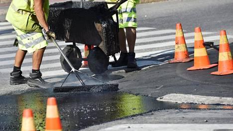 Parlamentaarisen liikenneverkkotyöryhmän esittämää tasokorotusta eli niin sanottua korjausvelkarahaa ei löydy parhaillaan käsittelyssä olevasta valtion budjettiesityksestä.