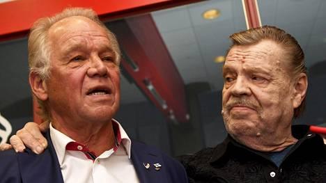 Vesa-Matti Loiri (oik.) ja Heikki Riihiranta (vas.) ovat pitkäaikaisia ystävyksiä.
