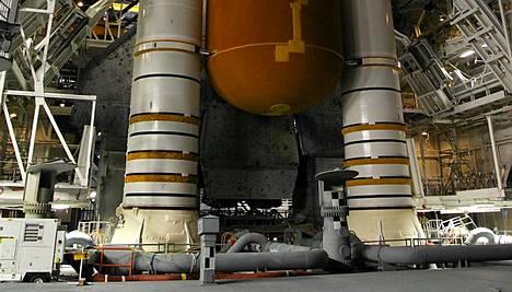 Discoveryn polttoainetankkia tutkitaan.