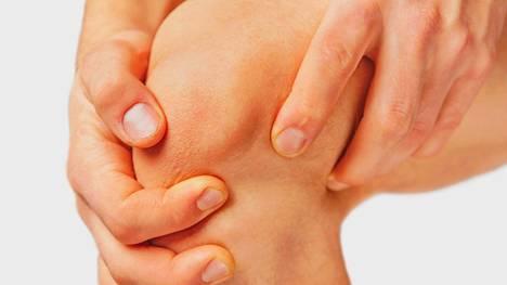 Yleensä potilaat pärjäävät nivelrikon kanssa vuosia, ennen kuin ruston kuluminen etenee luuhun ja alkaa vaikeuttaa arkea. Kuvituskuva.