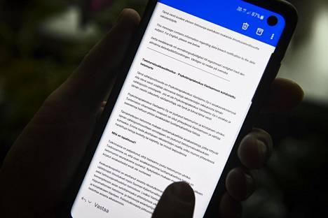 Psykoterapiakeskus Vastaamosta lähetetty tietoturvaloukkausilmoitus puhelimen näytöllä.
