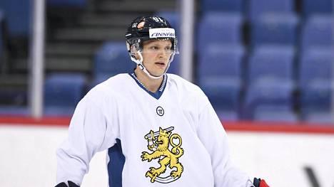 Kristian Näkyvä selätti kivessyövän ja pelaa seuraavat kolme kautta Örebrossa.