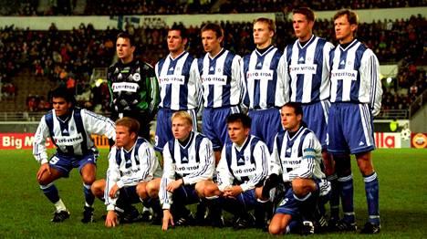 HJK valmiina Mestarien liigan otteluun PSV:tä vastaan lähes päivälleen 16 vuotta sitten (25.11.1998).