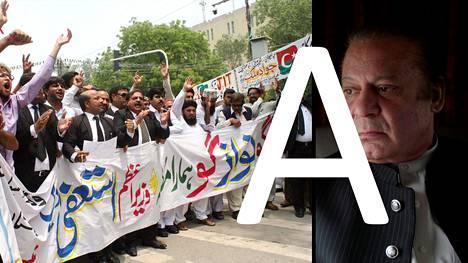 Pakistanissa on osoitettu mieltä pääministeri Nawaz Sharifia (oik.) vastaan. Skandaaliin liittyy myös Calibri-fontti.