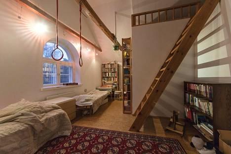 Korkeat huoneet ja ikkunoiden kaaret luovat ainutlaatuista tunnelmaa.