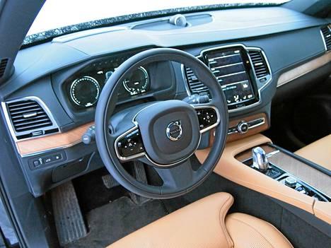 Volvon ohjaamo tarjoaa huippuluokan ilmavuutta ja ylellistä, pitkälti omanlaistaan tunnelmaa.