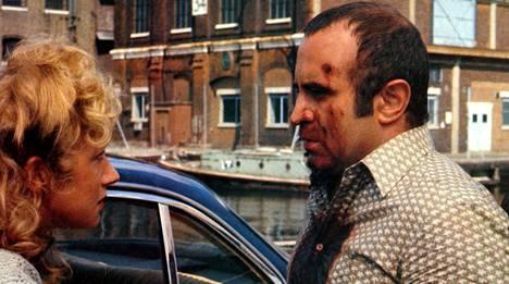 Pitkä pitkäperjantai (1980) on kaikkien aikojen kuuluisin brittiläinen gangsterielokuva. Sen pääosissa nähtiin muun muassa Helen Mirren ja Bob Hoskins.