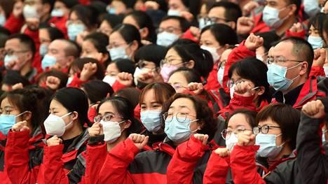 Sairaanhoitohenkilökunta vannoi valan Hangzhoussa ennen kuin he lähtivät Wuhaniin auttamaan taistelussa koronavirusta vastaan.