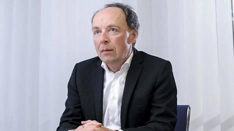 """Perussuomalaisten puheenjohtaja Jussi Halla-aho katsoo, että tietyn koulukunnan """"öyhöttäminen"""" puolueen nuorisojärjestössä on mennyt liian pitkälle."""