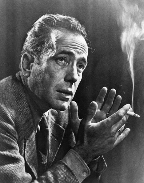 Humphrey Bogart (1899–1957) oli ikoninen dekkarinäyttelijä. Savukkeet ja viski kuuluivat miehen tavaramerkkeihin.