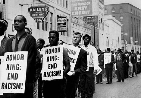 Lähes 20000 ihmistä marssi Mephisin keskusta nläpi Martin Luther Kingin muistolle muutama päivä Kingin kuoleman jälkeen.