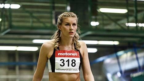 Kristiina Mäkelä sijoittui MM-hallikisoissa sijalle 16. Kilpailu käytiin suoraan finaalina, eli karsintaa ei hypätty.