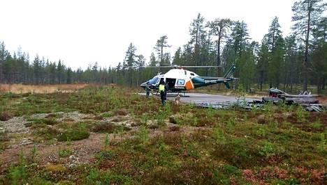 Poliisin apuna kadonneen pariskunnan etsinnöissä on ollut mm. helikopteri.