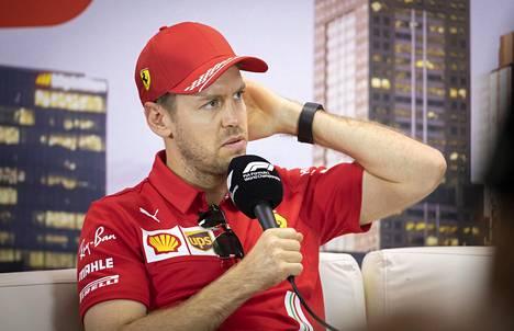 Sebastian Vettel voitti neljä peräkkäistä maailmanmestaruutta Red Bullilla 2010–2013. Hän on ajanut Ferrarin tallissa kaudesta 2015 lähtien.