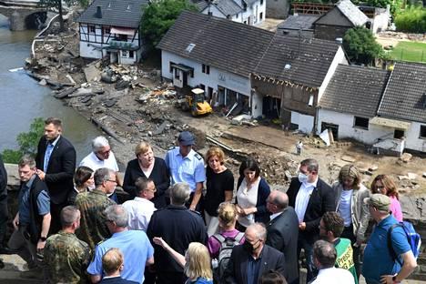 Merkel vieraili Schuldin kylässä sunnuntaina.