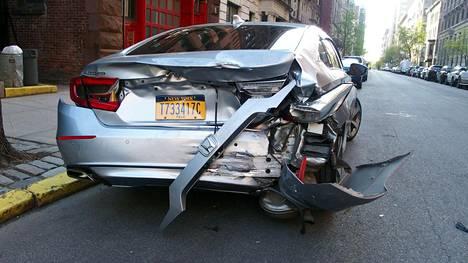Honda Accordin ohjausongelmat ovat joutuneet tarkkaan syyniin. Accord kolaroi New Yorkissa huhtikuussa. Ohjausongelmat koskevat kuvan autoa vanhempia vuosimalleja. Accord ei ole Suomessa Hondan maahantuojan valikoimassa.