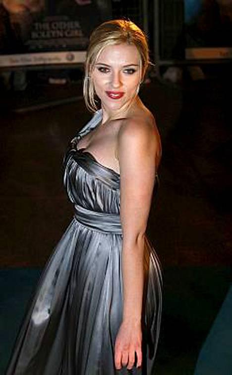 Haluaisitko tämän naisen kanssa treffeille? Scarlett Johansson olisi nyt kaupan netissä.