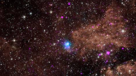Kuvituskuva toisesta supernovasta, joka kuvattiin samoihin aikoihin iPTF14hls:n kanssa. Tämä supernova tapahtui vain 42000 valovuoden päässä meistä.