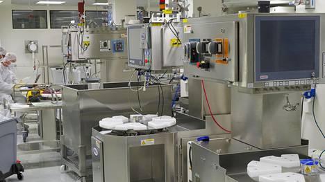 Suomalaisrokotetta on kehitetty Finvector Oy:n tiloissa Kuopiossa. Myyntiluvan saamiseen tarvitaan kuitenkin vielä kalliita testejä kymmenillä tuhansilla ihmisillä.