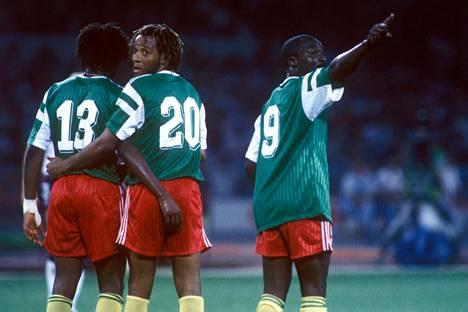 Roger Milla (oik.) oli 1990 MM-kisojen sensaatio.