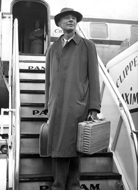 Fyysikko Robert Oppenheimer joutui sodan jälkeen syrjään, sillä hän menetti turvaluokituksensa epäiltyjen kommunistisympatioiden vuoksi.