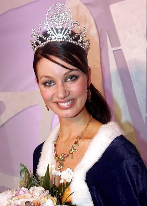 Noora Hautakangas kruunattiin Miss Suomeksi vuonna 2007.