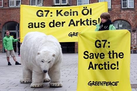 Sotilaallista suurempi vaara arktiselle alueelle on sieltä etsittävä öljy ja ilmastonmuutos, jotka uhkaavat arktisen alueen luontoa.